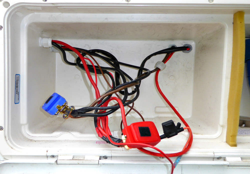 Image 6 diy leisure battery wiring fix practical advice new & used lunar caravan wiring diagram at webbmarketing.co