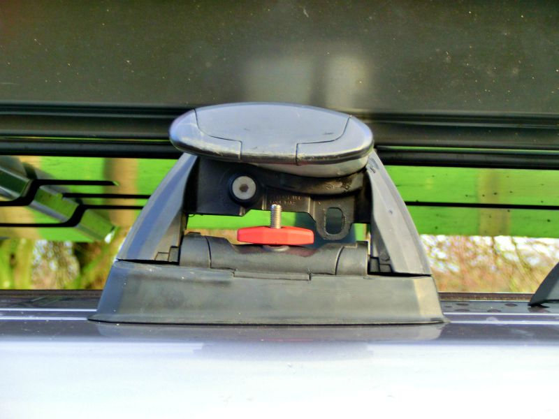 Roof box attachments