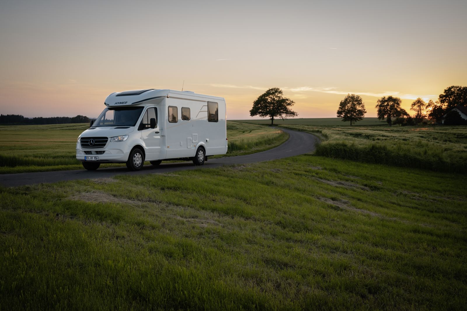Exterior image of the Hymer T-S 695