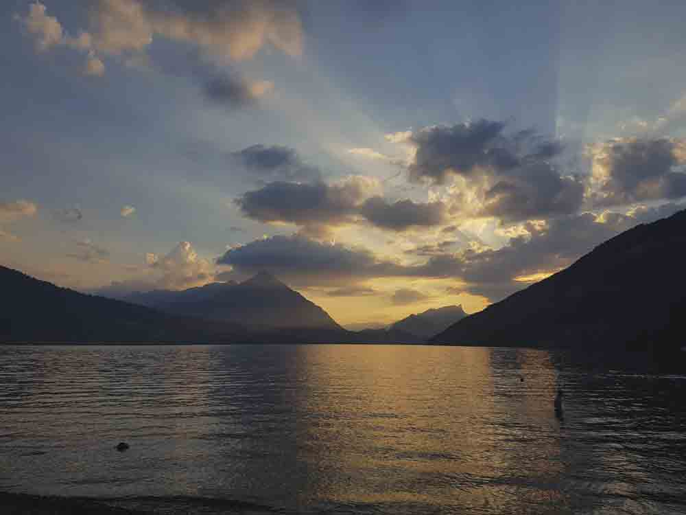 Image of sunset at Lake Thun