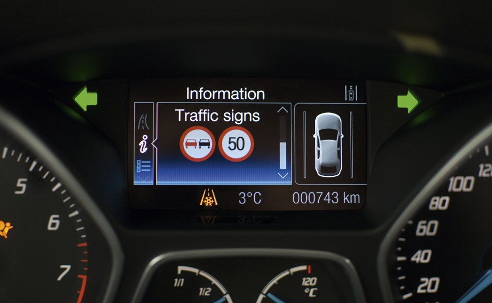 This SsangYong Tivoli gives a clear warning of its autonomous emergency braking system's braking