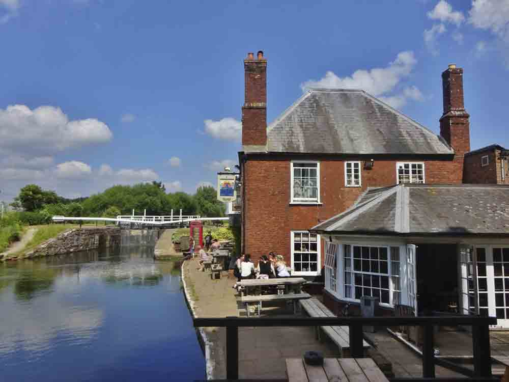 Image of a pub by the Exeter Canal in Devon